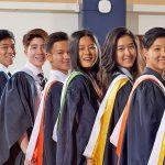 曼谷哈罗国际学校的学生穿着毕业福