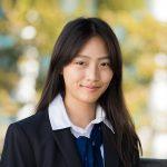 曼谷哈罗国际学校的女孩腼腆微笑