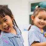 曼谷哈罗国际学校的幼儿园小朋友开心的大笑