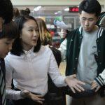亚太国际学校的学生在一起讨论