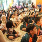 亚太国际学校的学生集体上大课