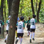 亚太国际学校的学生练习跑步