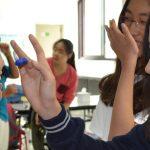 韩国国际学校板桥校区的学生在脸上画上颜色