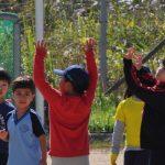 光州外国学校的学生在户外玩耍