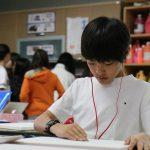 首尔国际学校的学生在教室里认真学习