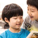 首尔国际学校的学生开心聊天