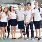 UWC东南亚的学生在笑话里开心合影