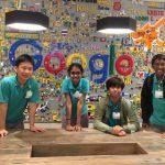 UWC东南亚的学生在google涂鸦墙前合影