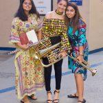 拉各斯美国国际学校的学生拿着乐器