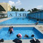 布拉柴维尔美国国际学校的室外游泳池