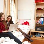 博苏蕾高山学院的两个高中女生做在寝室的穿上玩电脑