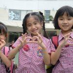 胡志明市英国越南国际学校的学生比心