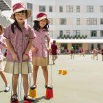 胡志明市英国越南国际学校的学生在户外做体育游戏