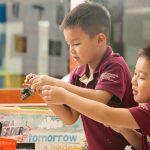 胡志明市英国越南国际学校的学生玩乐高
