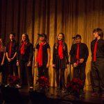 开罗美国学校的学生演唱
