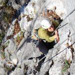人文学院的学生在攀岩