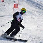 人文学院的学生在参加滑雪比赛