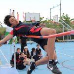 瑞士GEMS世界学院的学生跳高