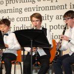 苏黎世跨社区学校的学生乐队演奏