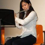 苏黎世跨社区学校的学生吹长笛