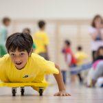 巴塞尔国际学校的学生玩滑板