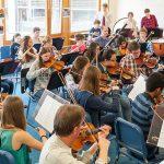 巴塞尔国际学校的学生乐队练习