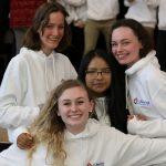 伯尔尼国际学校的学生开怀大笑