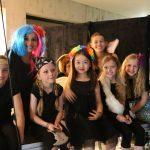 伯尔尼国际学校的学生参加舞会