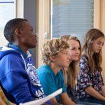 楚格和卢塞恩国际学校的学生认真听课