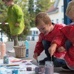 楚格和卢塞恩国际学校的学生涂颜色