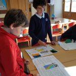 约翰·F·肯尼迪国际学校的学生在教室里学习