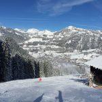 约翰·F·肯尼迪国际学校的学生滑雪