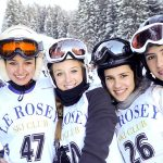 萝实学院的学生身着滑雪装备