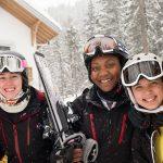 莱辛美国学校的学生穿着滑雪装备