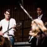 阿尔卑斯卓士学校的学生乐队演奏