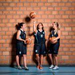 阿尔卑斯卓士学校的3个女孩打篮球