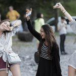 罗森堡学院的学生手舞足蹈