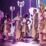 罗森堡学院的学生表演歌舞剧