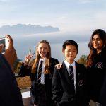 圣乔治国际学校的学生在户外上课