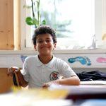 圣乔治国际学校的小男孩俏皮的微笑