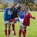 瑞士美国学校的学生在运动场上俏皮合影