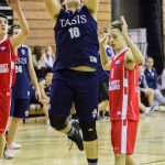 瑞士美国学校的学生打篮球