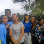 阿斯马拉国际社区学校的学生在户外的合影