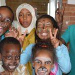 阿斯马拉国际社区学校的学生参加化妆舞会
