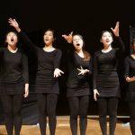 布兰克森霍尔亚洲学院的学生表演唱歌