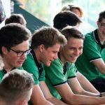 新加坡德国欧洲学校的学生们在一起聊天