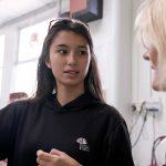 新加坡德国欧洲学校的学生和老师沟通交流