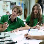 新加坡德国欧洲学校的学生认真讨论