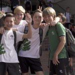 新加坡德国欧洲学校的学生放学回家路上