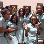 加纳国际学校的学生开心合影